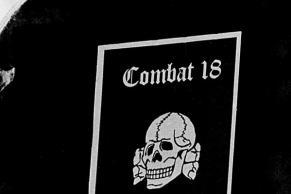 """""""Combat 18"""" Schutzschild auf einem """"Rudolf Heß Marsch"""" in Roskilde."""