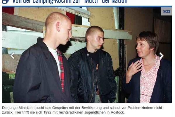 Bundesjugendministerin Angela Merkel im Gespräch mit rechten Skinheads in Rostock. (Foto: Schreenshot von NDR.de)